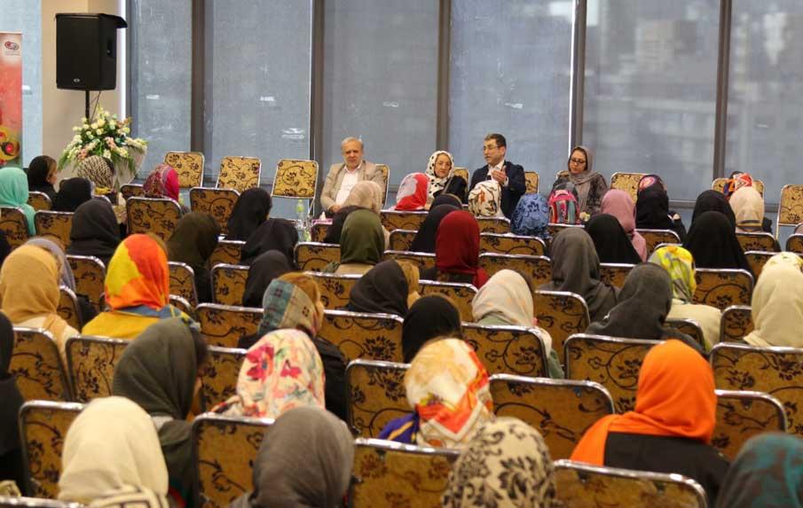 برگزاری مراسم بزرگداشت روز زن در گروه صنعتی گلرنگ