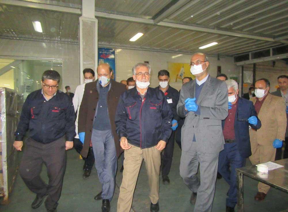 بازدید معاون سیاسی ـ امنیتی استاندار قزوین از خط تولید ژل پاککننده و ضد عفونیکننده دست اوه